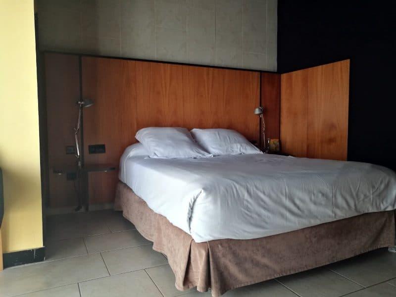 hotel barcelona princess suite hauptzimmer bett